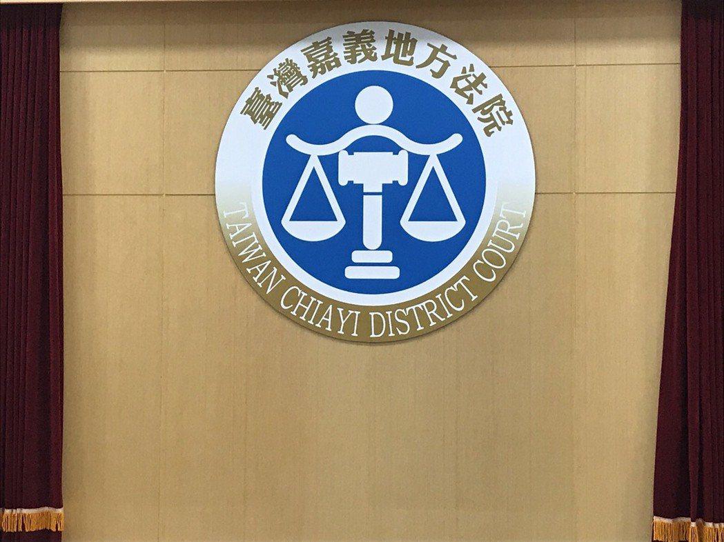 張姓男子非法進口象牙雕刻品,今遭嘉義地方法院判有期徒刑7個月可以科罰金,緩刑2年...