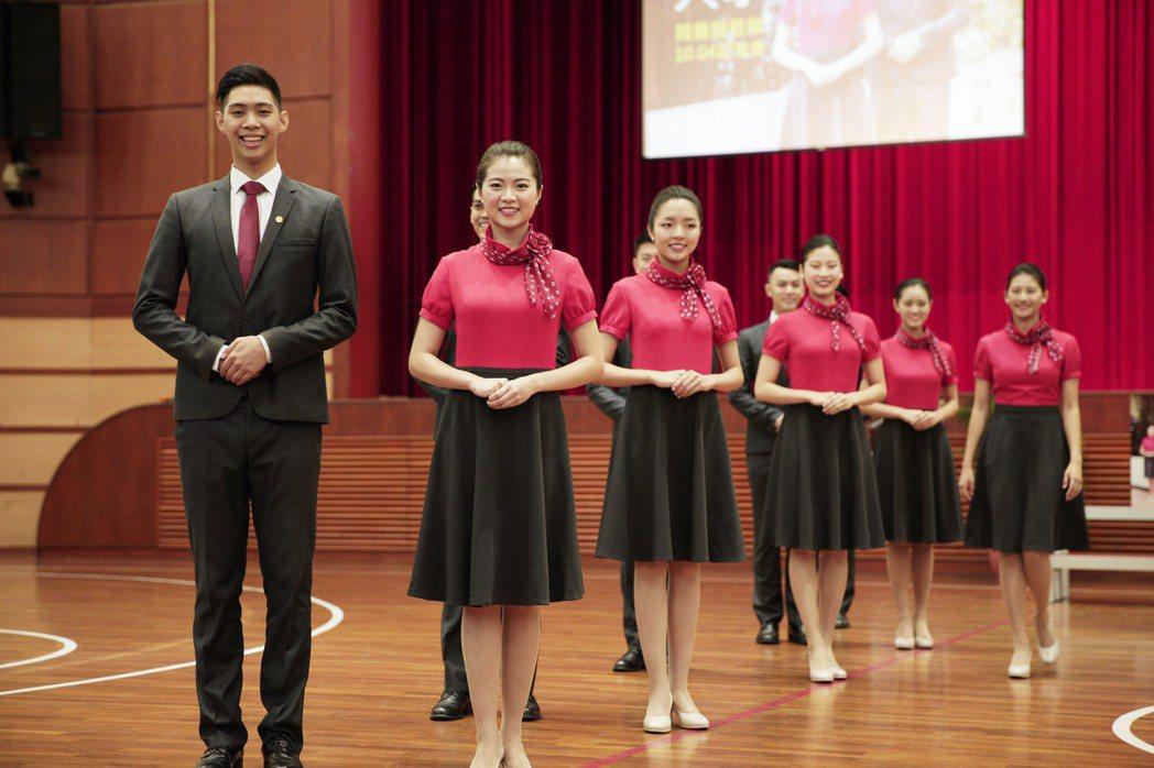 銘傳大學擁有多年參加國慶大典的歷史,最近服裝改成洋裝。圖/銘傳大學提供