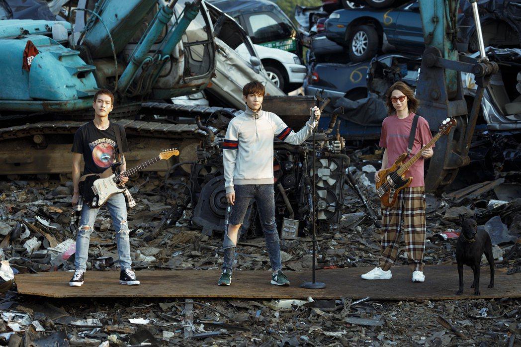 宇宙人新歌「現在就讓我走」MV。圖/相信音樂提供