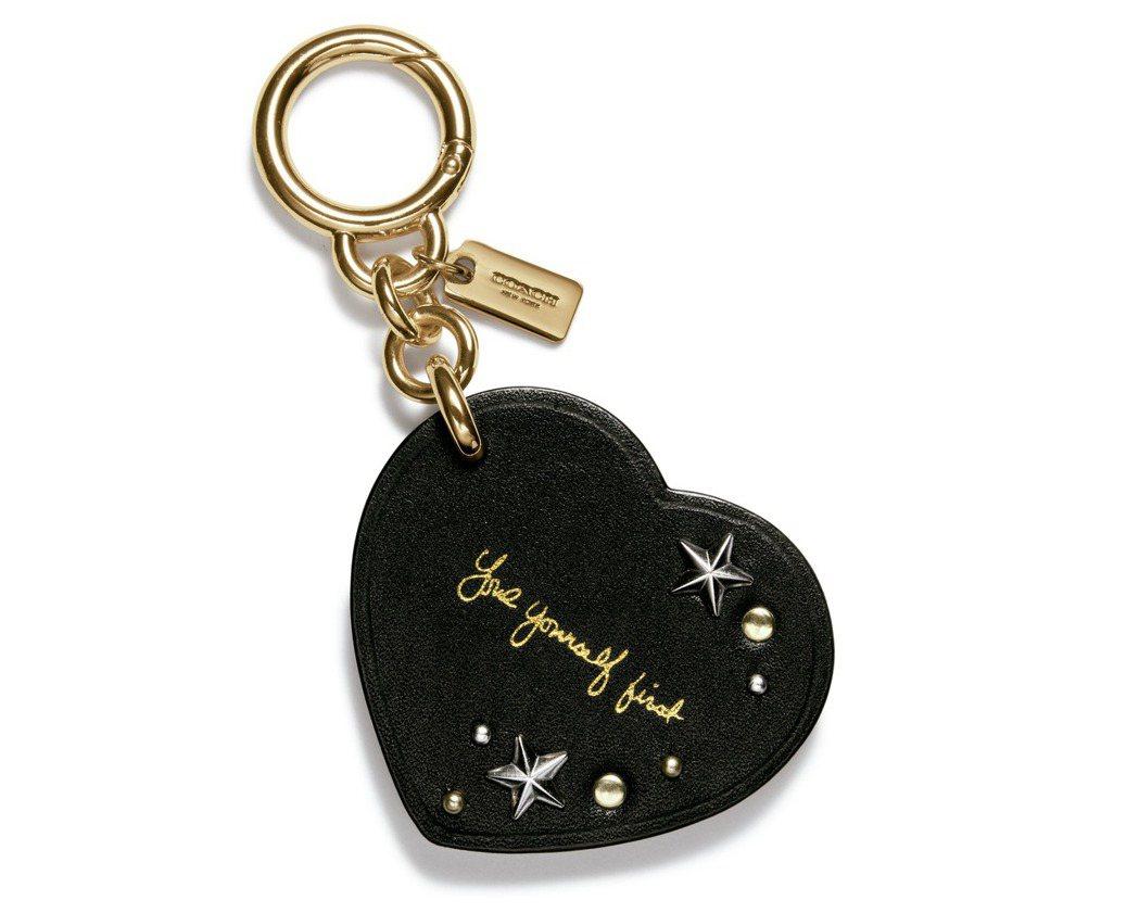 Selena Heart包包掛飾,2,500元。圖/Coach提供