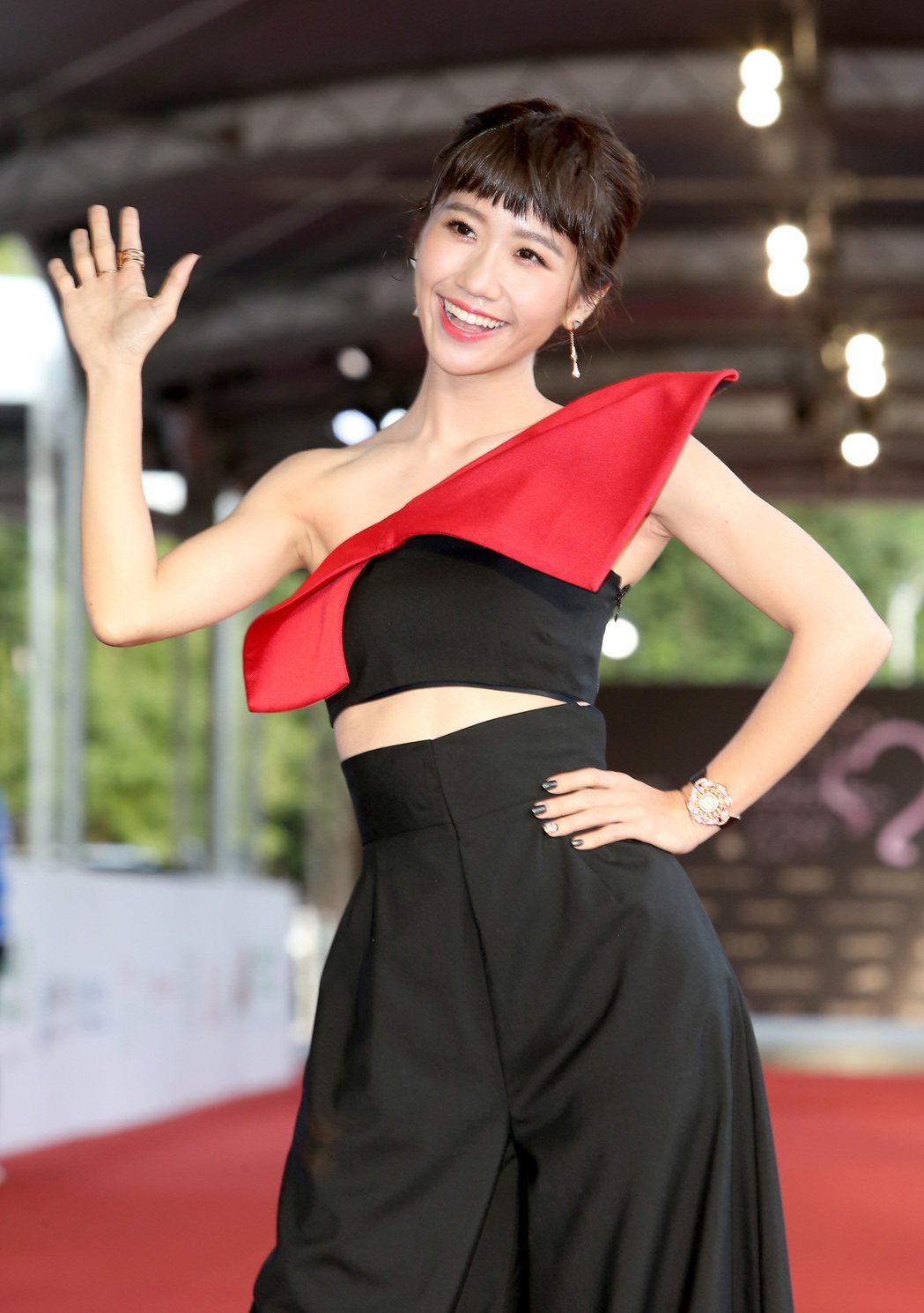 第52屆金鐘獎LuLu黃路梓茵擔任星光大道主持人。記者陳立凱/攝影