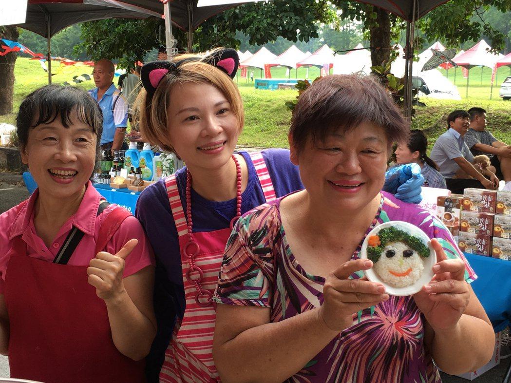 雲林縣政府今天下午在斗六人文公園舉辦「雲林食采節」野餐音樂會,以雲林在地食材為主...