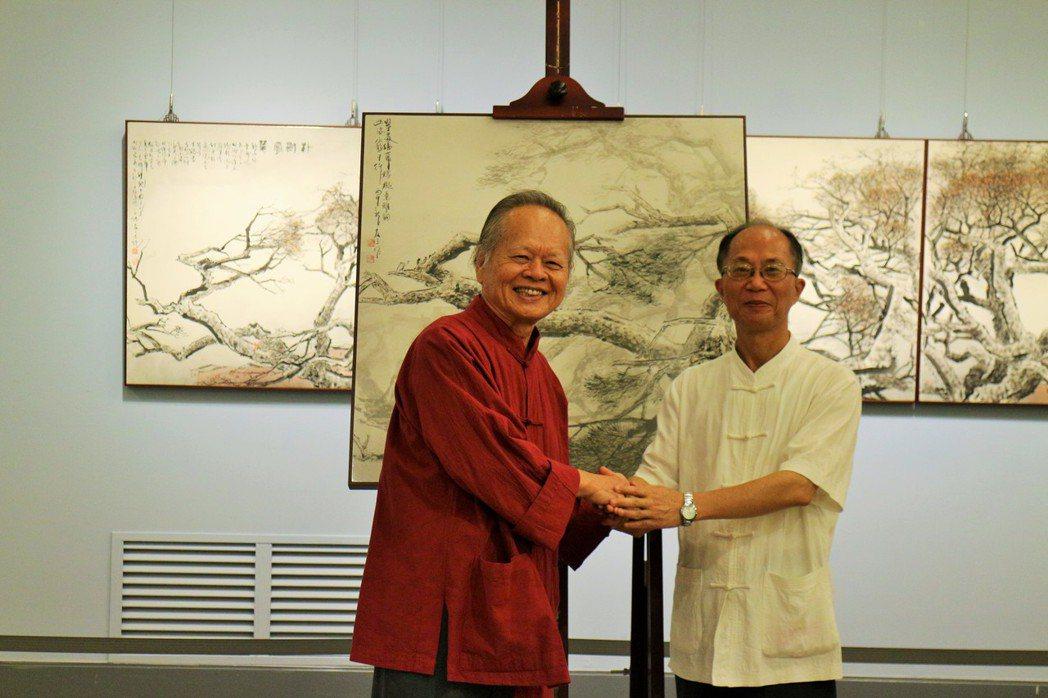 水墨畫家蔡友(左)年輕時開始作畫,他不僅對繪畫持之以恆,還一路至大學、日本學習畫...