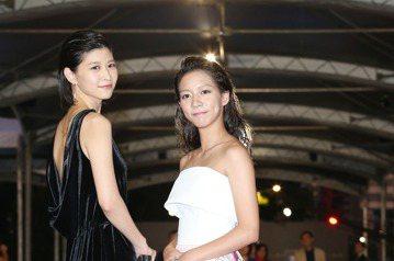 第52屆電視金鐘獎江宜蓉(左)、陳妤走星光大道。