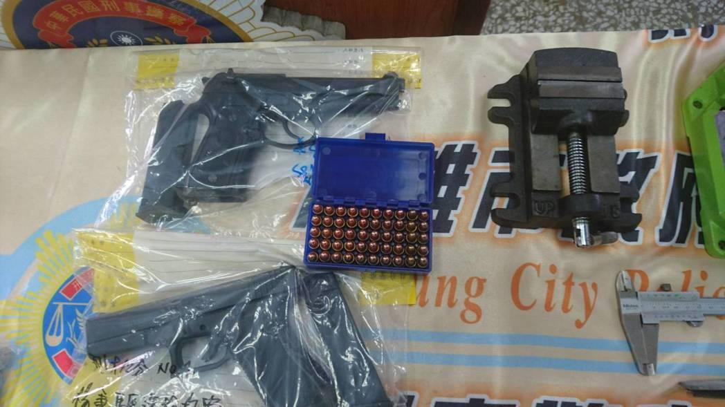 警方查扣改造槍枝、改造工具等。記者劉星君/翻攝
