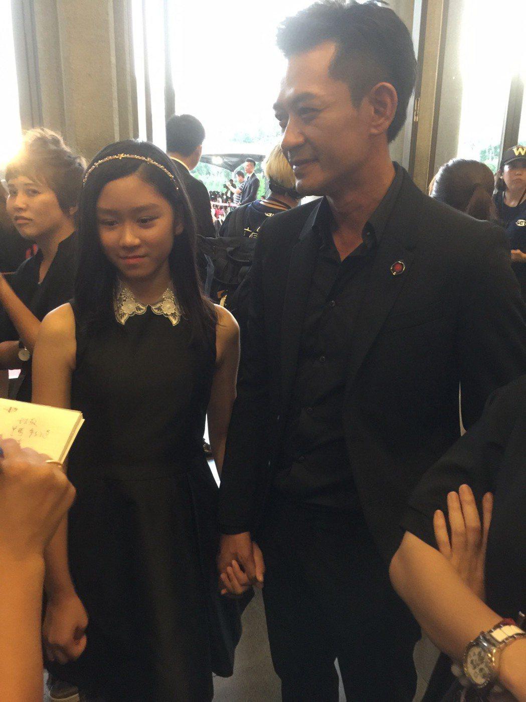 柯叔元帶女兒出席金鐘獎。記者陳慧貞/攝影