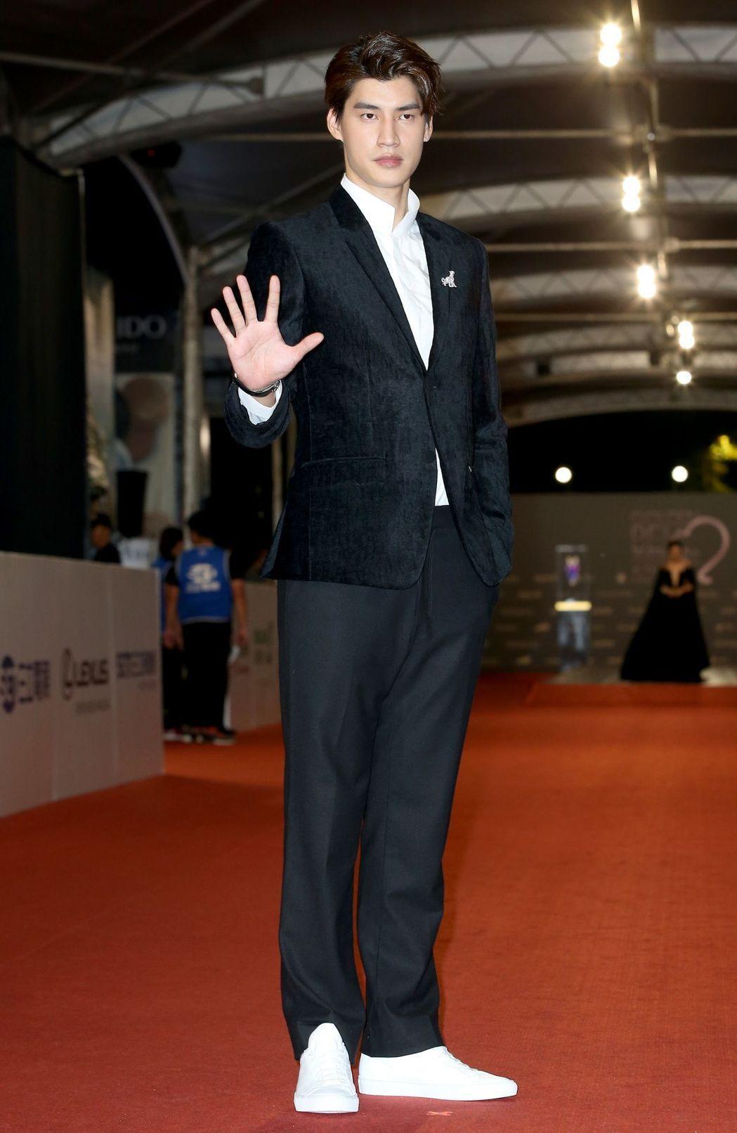 第52屆電視金鐘獎「High 5制霸青春」演員宏正走星光大道。記者陳立凱/攝影