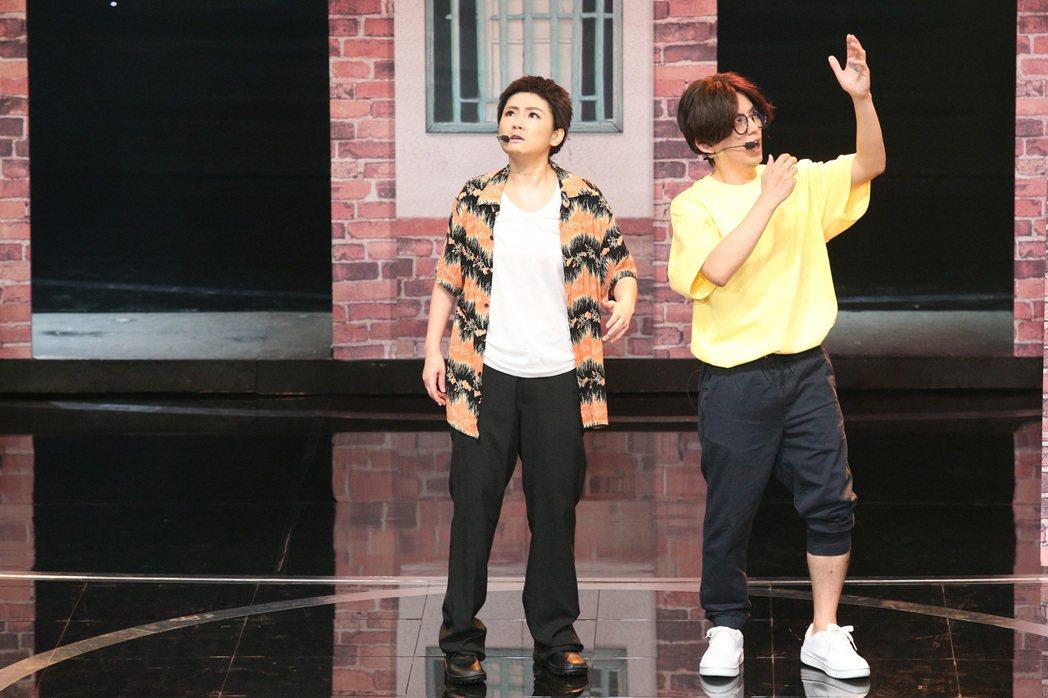 第52屆金鐘獎頒獎典禮在國父紀念館舉行,黃子佼與任家萱Selina搭檔主持,模仿