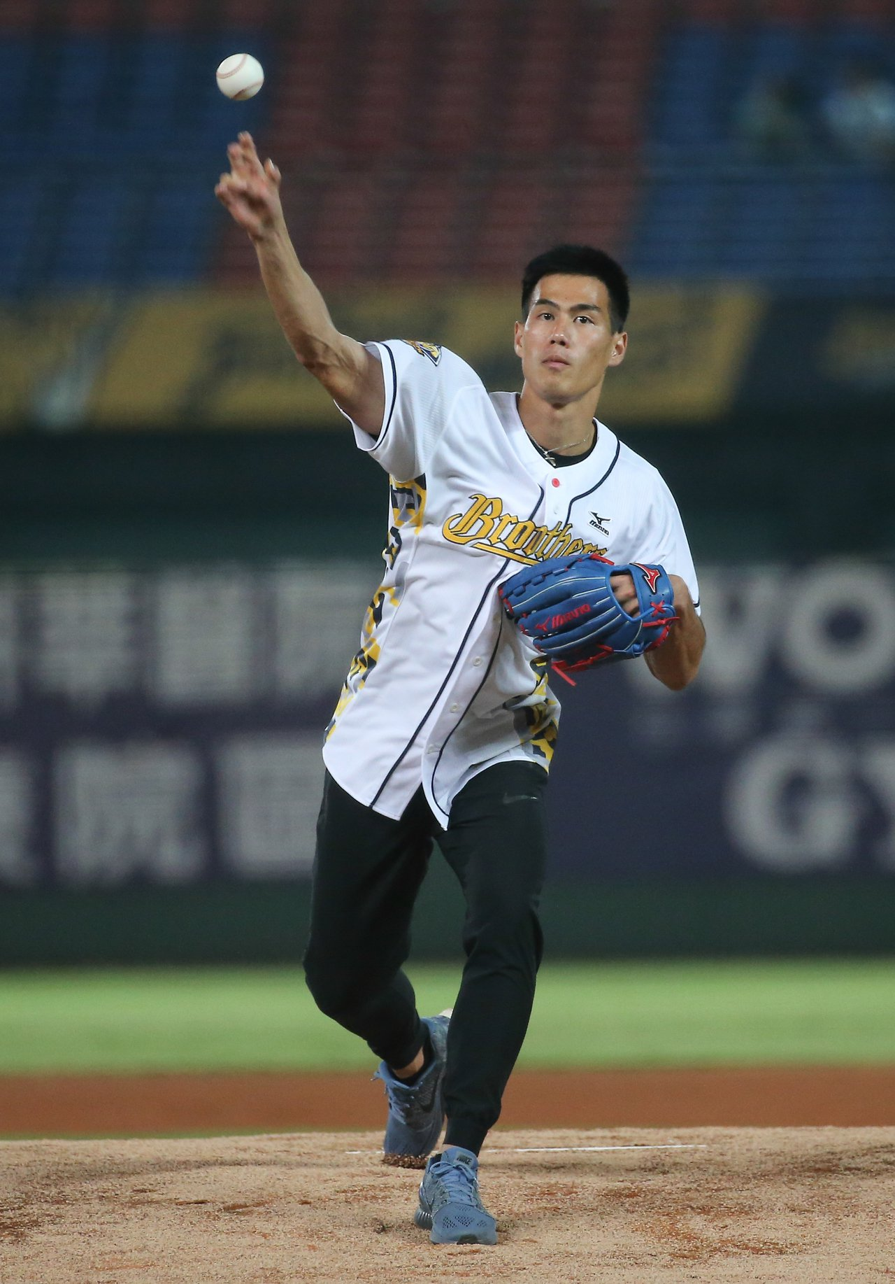 世大運金牌田徑好手楊俊瀚出席開球儀式。記者黃仲裕/攝影