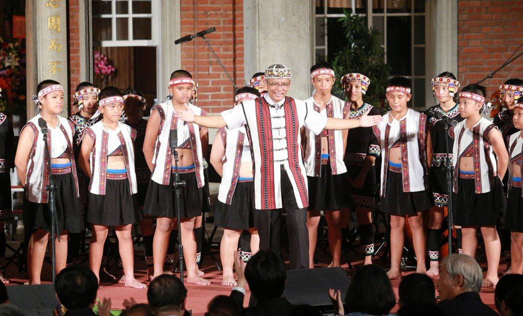 來自南投羅納部落的台灣原聲合唱團精彩演出。記者劉學聖/攝影