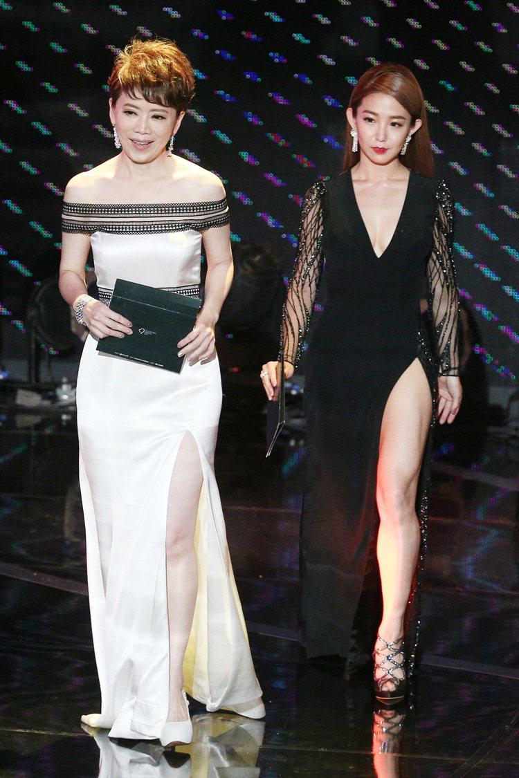 第52屆金鐘獎頒獎典禮在國父紀念館舉行,陳雅琳(左)與郭書瑤搭檔頒獎。圖/記者林...