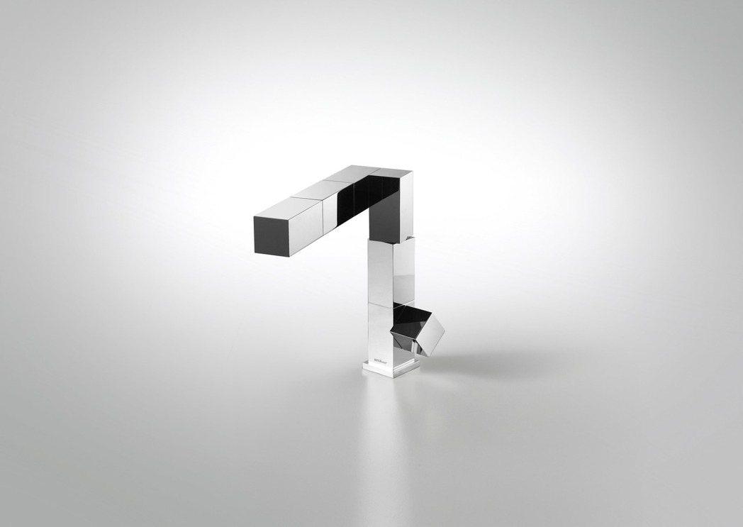 BRAVAT魔方龍頭,具360度旋轉功能,可調整出水高度,售價22,900元。圖...
