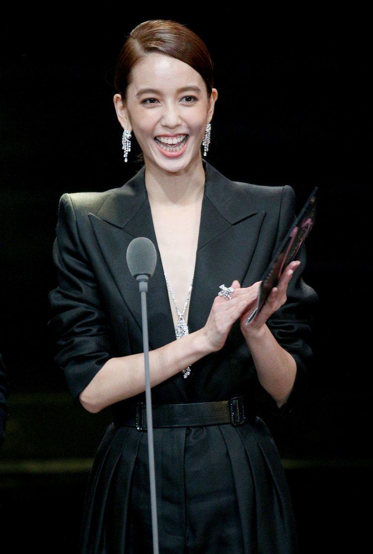 第52屆金鐘獎頒獎典禮在國父紀念館舉行,陳庭妮頒獎。圖/記者林伯東攝影