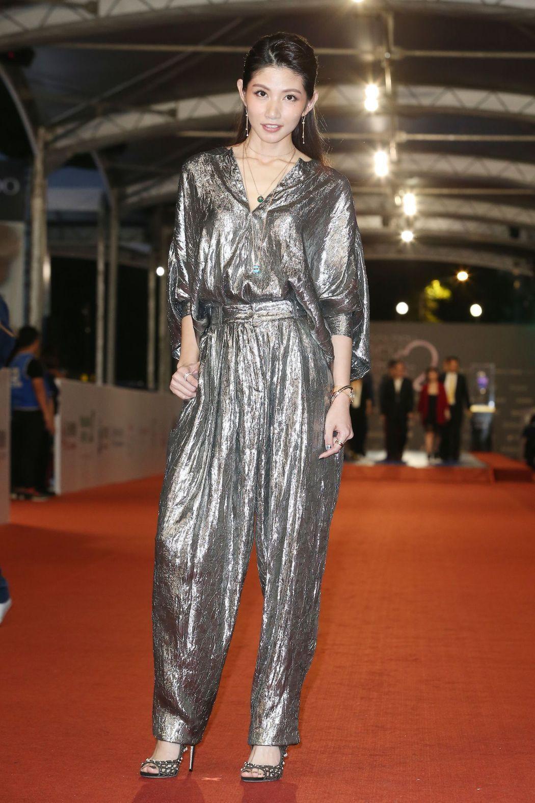 穿Michael Kors銀色褲裝的李千娜則是包辦本屆最帥女生造型。記者陳立凱/...