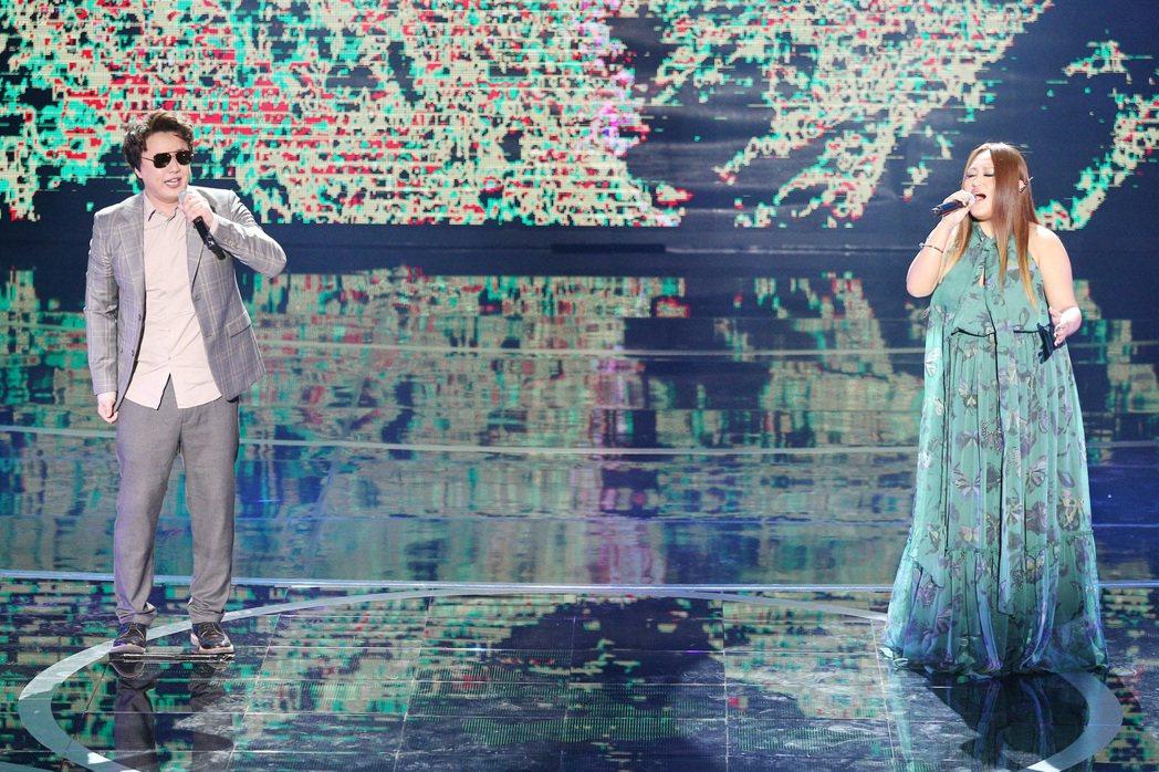 蕭煌奇、家家合作舞台結合VR特效,在開唱前典禮會場還特地廣播,請現場觀眾關閉手中...