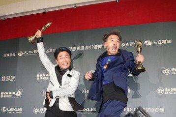 吳宗憲(左)與Kid(右)獲得金鐘益智與實境節目主持人獎。記者陳立凱/攝影