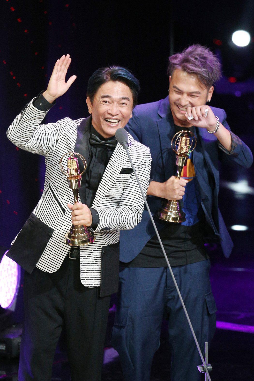 第52屆金鐘獎,吳宗憲(左)、KID林柏昇獲益智及實境節目主持人獎 ,吳宗憲在台...