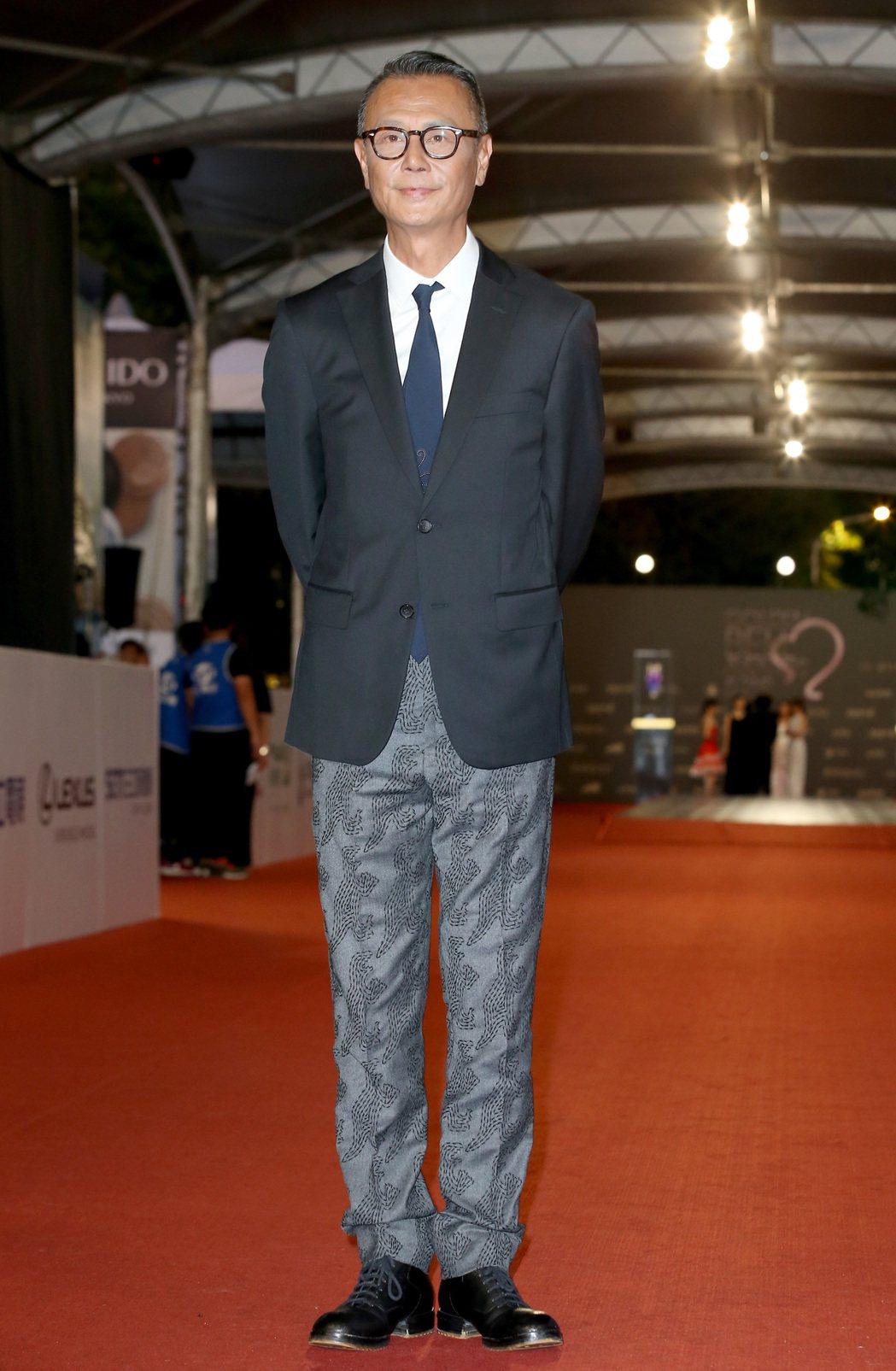 第52屆電視金鐘獎入圍戲劇節目男主角獎的劉德凱走星光大道。記者陳立凱/攝影