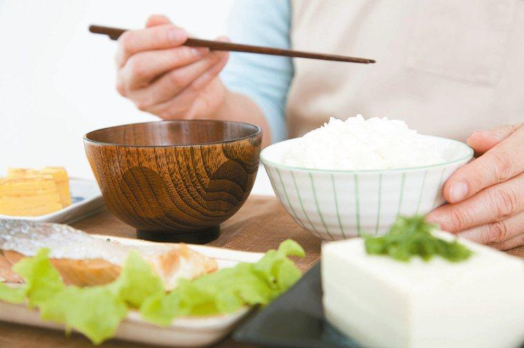 重視餐點擺盤呈現,也能增加長輩的食欲。
