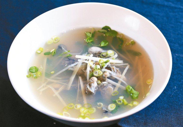 鮮蚵湯。 記者陳柏亨/攝影