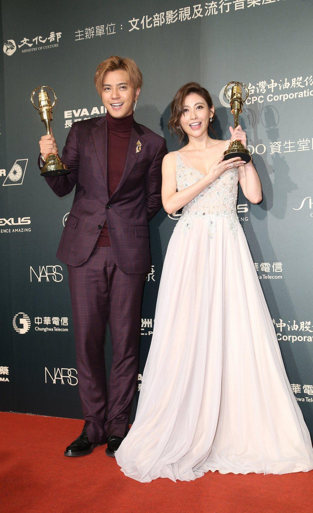 羅志祥(左)與愷樂(右)獲得金鐘綜藝節目主持人獎。記者陳立凱/攝影