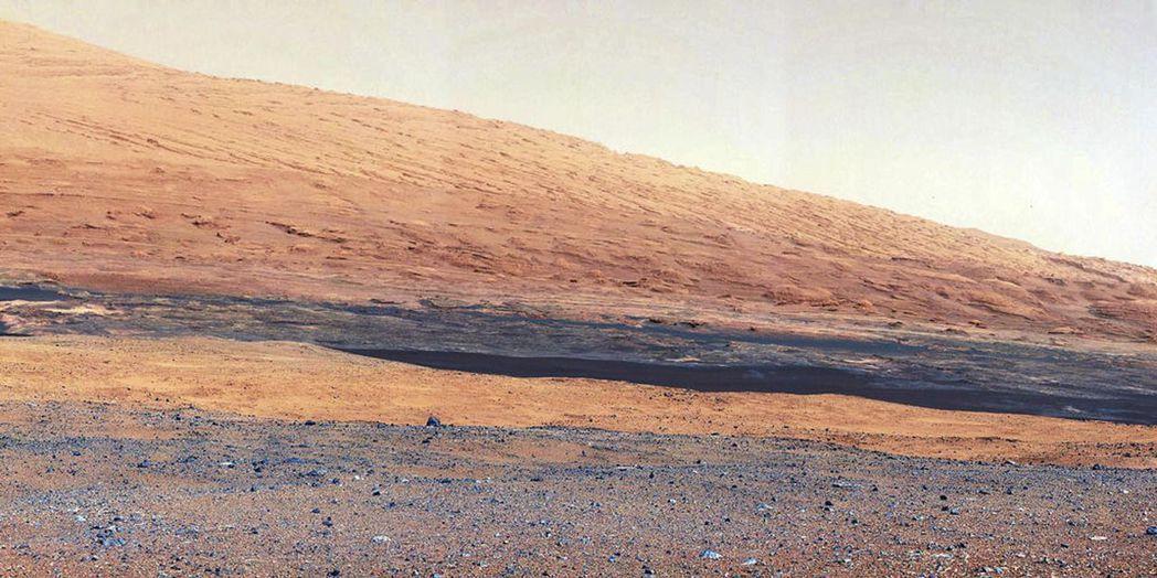 美國好奇號火星探測車2012年拍攝的火星表面照片。 (路透)