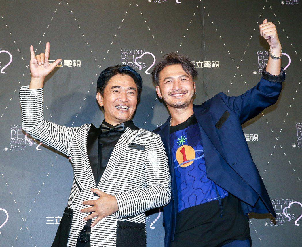 KID林柏昇(右)與吳宗憲(左)以「綜藝玩很大」拿下金鐘獎 。記者鄭清元/攝影