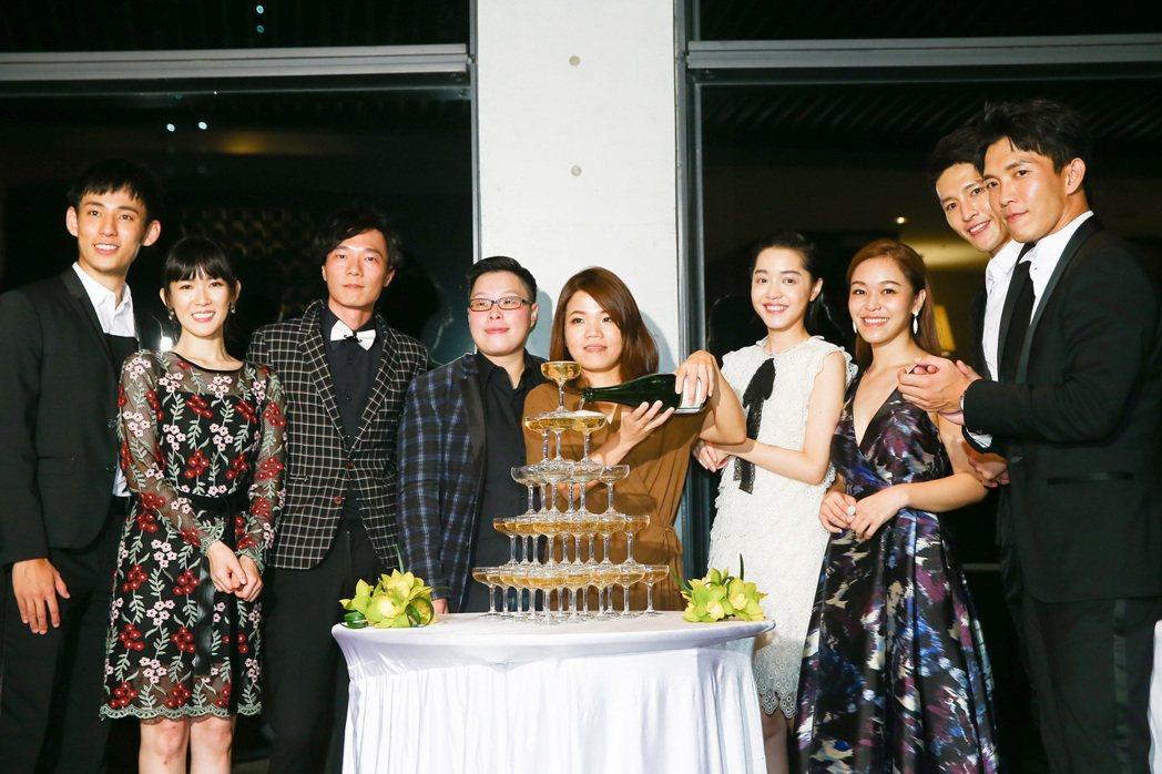 金鐘獎戲劇節目獎「天黑請閉眼」團隊慶功。記者王騰毅/攝影(提醒您 飲酒過量有礙健