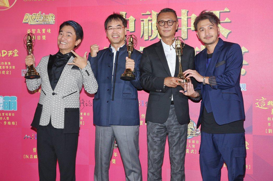 第52屆金鐘獎,劉德凱(右二)獲戲劇節目男主角獎,麥覺明(左二)獲自然科學紀實節