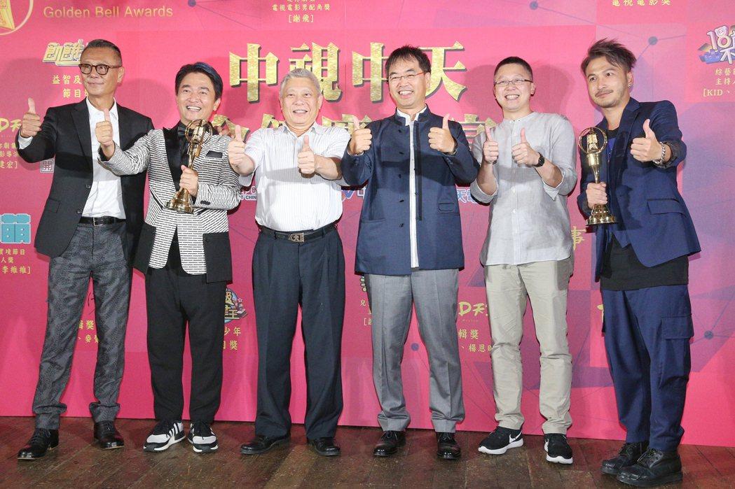 第52屆金鐘獎,劉德凱(左一)獲戲劇節目男主角獎,麥覺明(右三)獲自然科學紀實節...