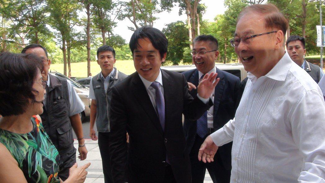 行政院長賴清德今天上午到高雄拜訪前行政院長張俊雄。記者謝梅芬/攝影