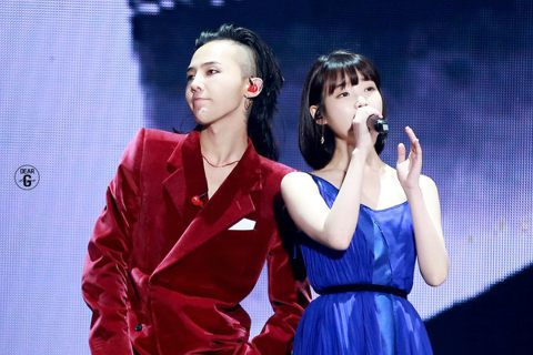 BIGBANG隊長G-DRAGON台北演唱會嘉賓出爐,就是國民妹妹IU!已經在台灣辦過兩次個人演唱會的IU這回將以嘉賓身分,現身10月7日與8日「WORLD TOUR ACT III : MOTTE...