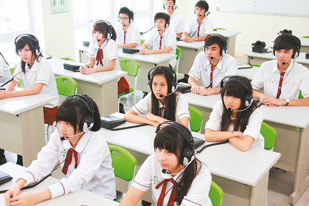 107學年度高中英語聽力測驗第一次考試。 資料照片