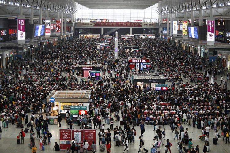 大陸1日進入「十一」長假。陸媒引述中國國家旅遊局數據中心測算,中國境內昨天共接待...