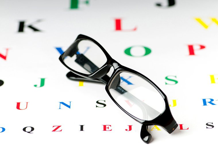 眼鏡度數一直變或量不到,小心白內障! 圖片/ingimage