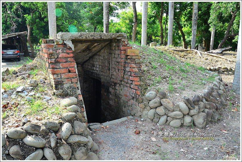 ↑糖廠內保留多座防空洞,是戰爭的紀念物。