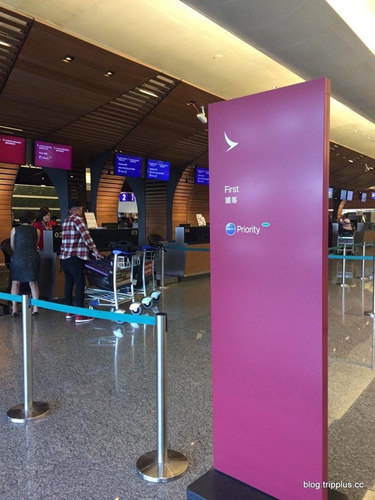 頭等艙有專門的辦理登機櫃台,很快就辦好了。圖文來自於:TripPlus