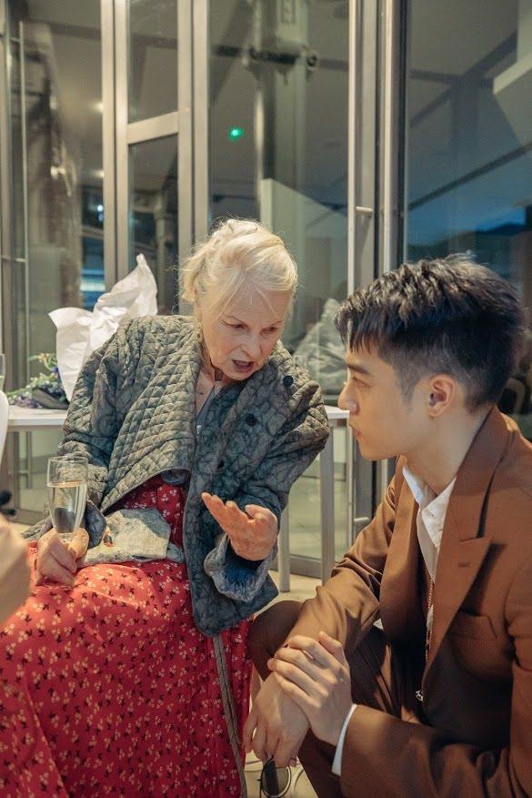 周湯豪(右)與Vivienne Westwood。圖/天熹娛樂提供