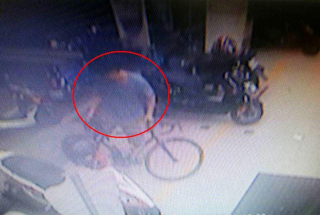 蘇姓嫌犯被女友丟包,涉偷腳踏車代步。記者邵心杰/翻攝