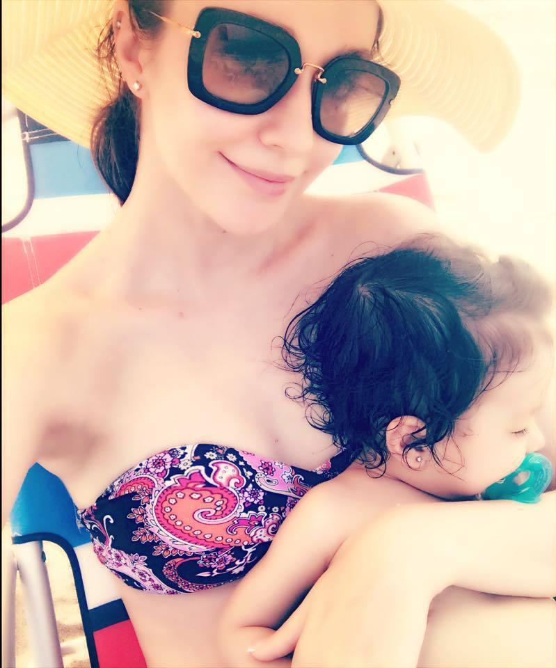 瑞莎PO出母女打了新耳洞的合照。圖/摘自臉書