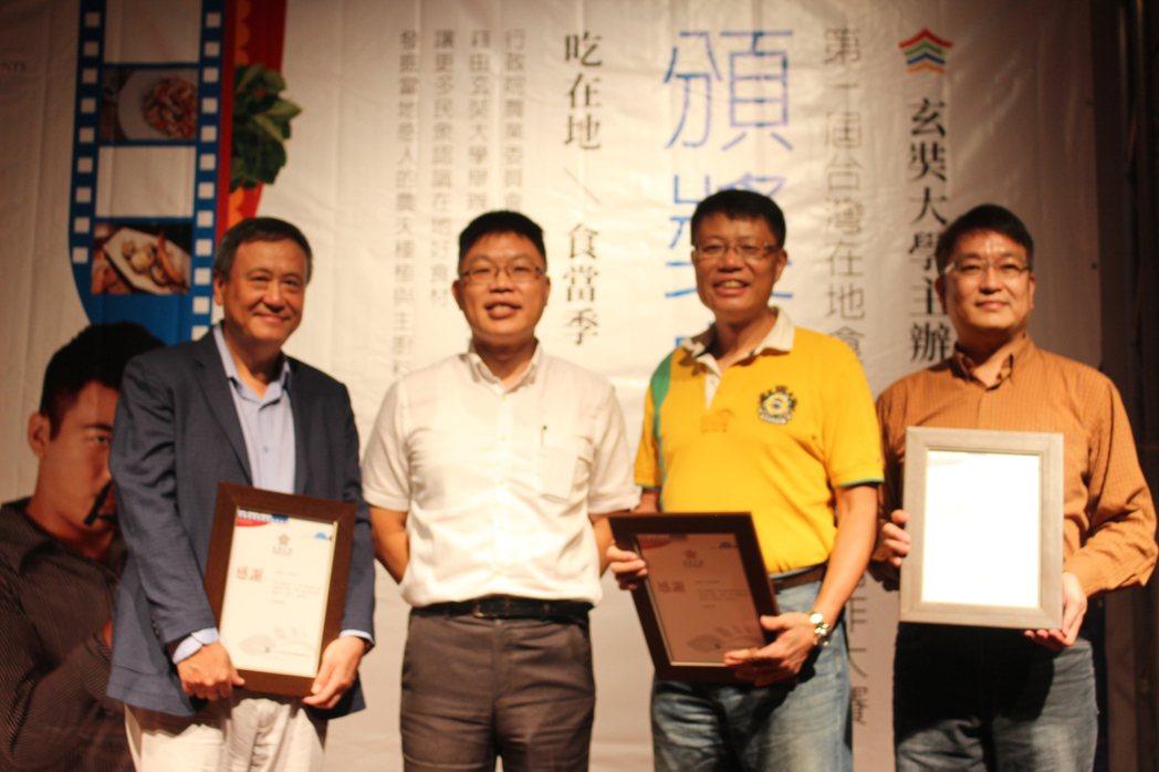 「第一屆台灣在地食材微電影創作大賽」評審團由知名導演李崗、張柏瑞、姚執善擔任。記...