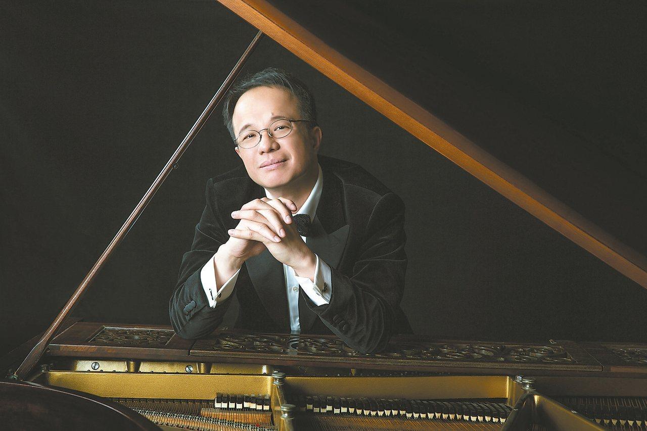 華裔鋼琴家陳瑞斌Rueibin Chen(圖)今晚在台北市國家音樂廳演出,為回饋...