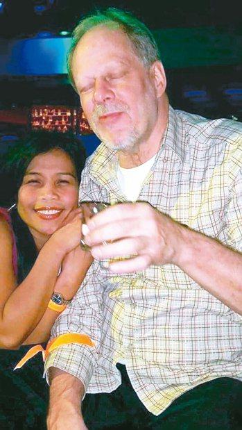 賭城濫殺案凶嫌帕多克(右)和他的同居人瑪莉露.丹利(左)。 取自臉書