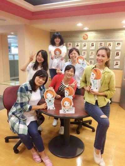 中信銀行智能小C知識庫團隊,由6名年輕女生組成,中信銀行信金總管理處襄理楊若菡(...