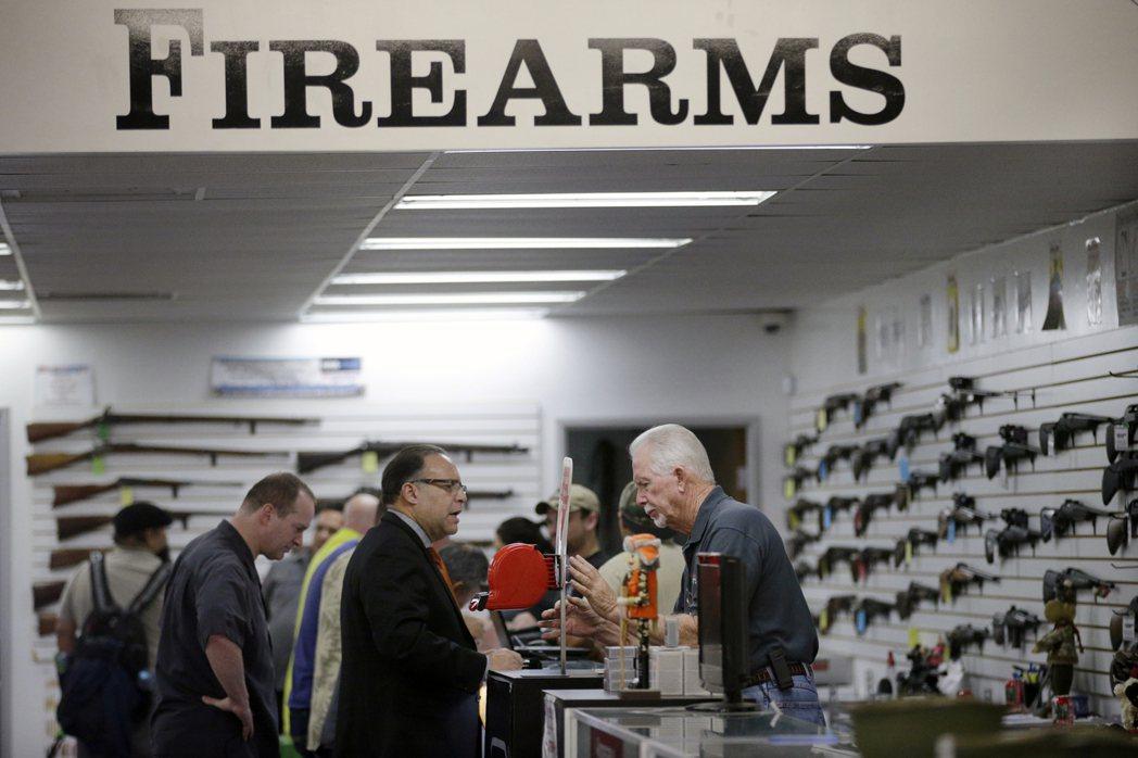 美國加州一間販售槍械的店鋪。 美聯社