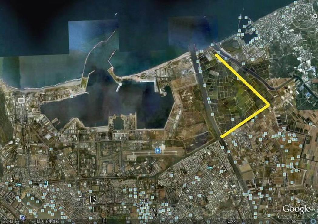 威海計畫示意圖:未來左營港將向北(右)側擴建,並在後勁溪口興建第二出入口。(記者...