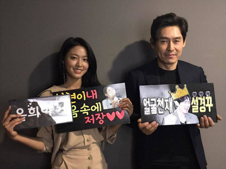 《殺人者的記憶法》在韓國突破兩百萬觀影人次,(左起)雪炫、薛耿求。圖/車庫娛樂提...