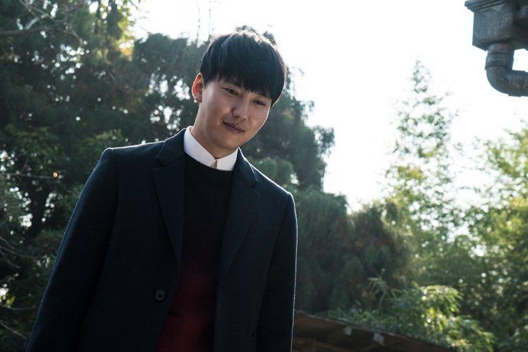 《殺人者的記憶法》金南佶挑戰人魔演技。圖/車庫娛樂提供