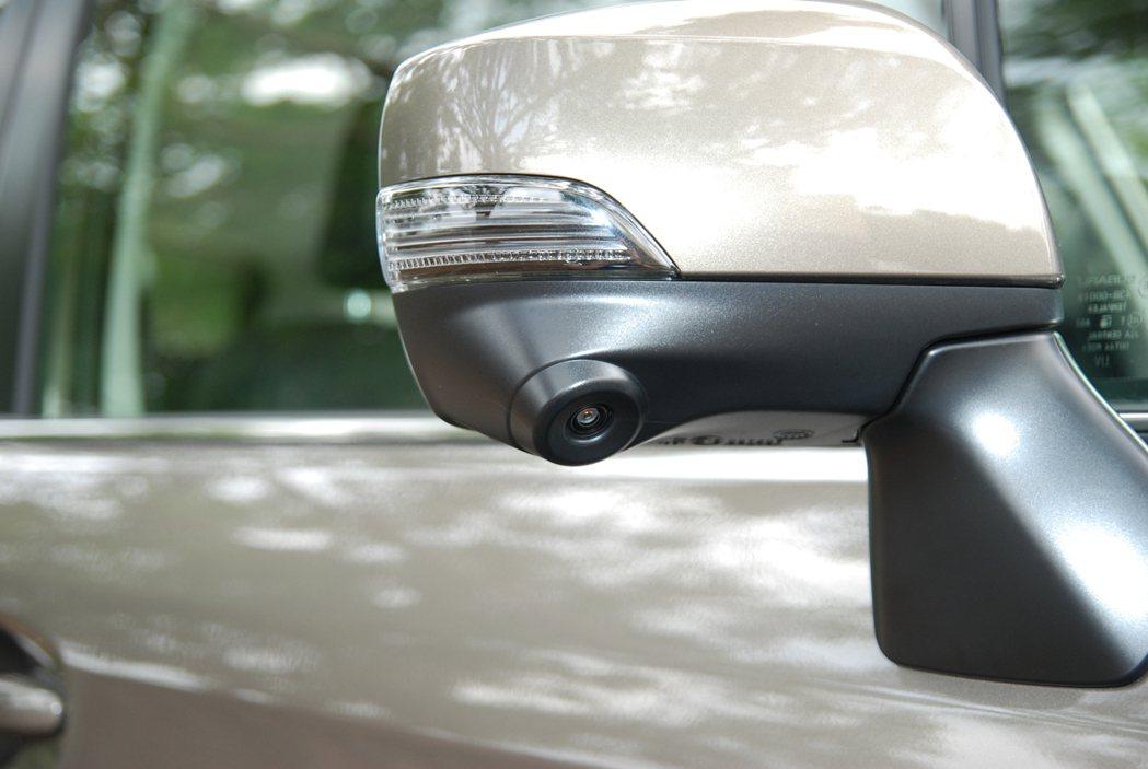 此次 Forester 改款不論是 NA 還是水平對四渦輪車型,皆新增SVM 車側影像輔助系統。圖為 SVM 車側影像輔助系統的車外後視鏡鏡頭。 記者林鼎智/攝影
