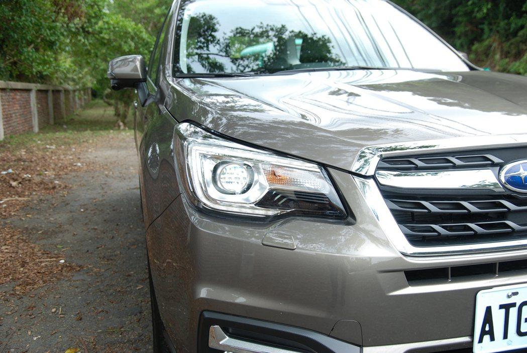 Premium 車型上皆採用 LED 光源的 SRH(Steering Responsive Headlights)主動轉向頭燈。 記者林鼎智/攝影